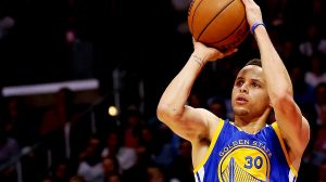 Stephen Curry a reusit un nou record in NBA