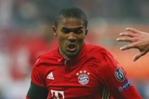 Douglas Costa nu joaca cu Mönchengladbach
