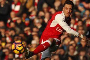 Arsenal joaca fara Ozil cu Bayern