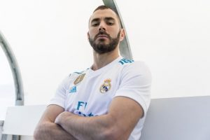 Benzema a prelungit cu Real
