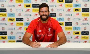 Alisson Becker a semnat oficial cu Liverpool
