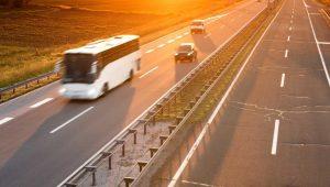 De ce microbuzele închiriate ajută la evitarea accidentelor rutiere